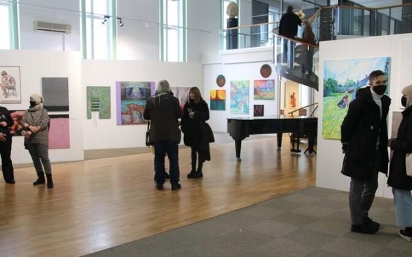 ФОТО: в Пярну открыли ежегодную выставку Союза художников «Временная площадка»