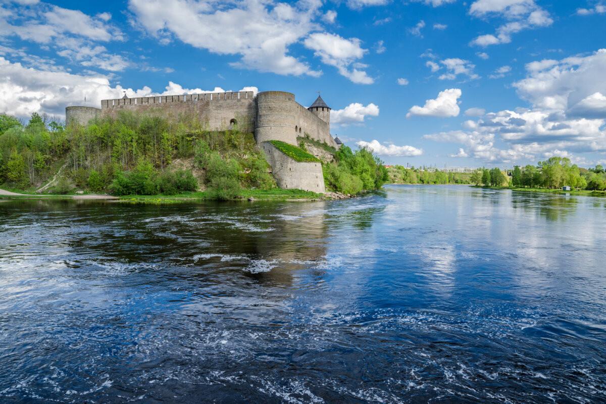 Ивангородская крепость вошла в пятерку самых красивых каменных крепостей России
