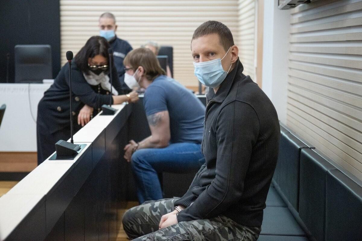 """""""Роман будто слетел с катушек"""". Двое обвиняемых по делу об убийстве возле бара в Ласнамяэ рассказали свою версию"""