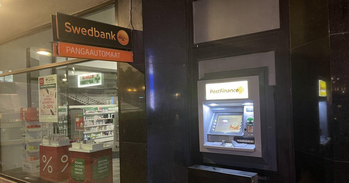 Вопрос читателя: почему у банкомата Swedbank на площади Вабадузе другое название?