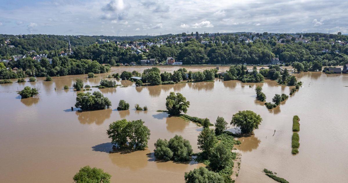 Число жертв наводнения в Германии превысило 100 человек