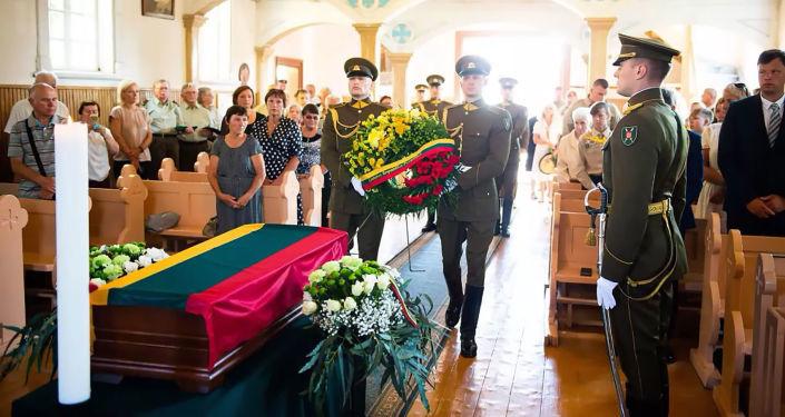 """С воинскими почестями: в Литве перезахоронили останки """"лесного брата"""""""