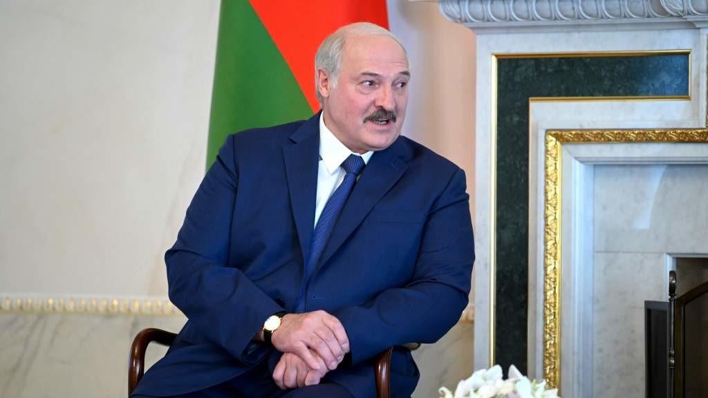 Лукашенко: белорусы достойно прошли испытание на национальное единство