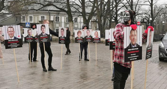 """""""Стоим за свободу"""": в Таллине проходит недельный митинг против поправок в закон"""