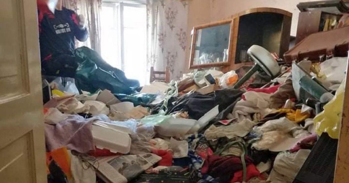 Одинокая женщина превратила свою квартиру в свалку. Соседи и чиновники не смогли помешать