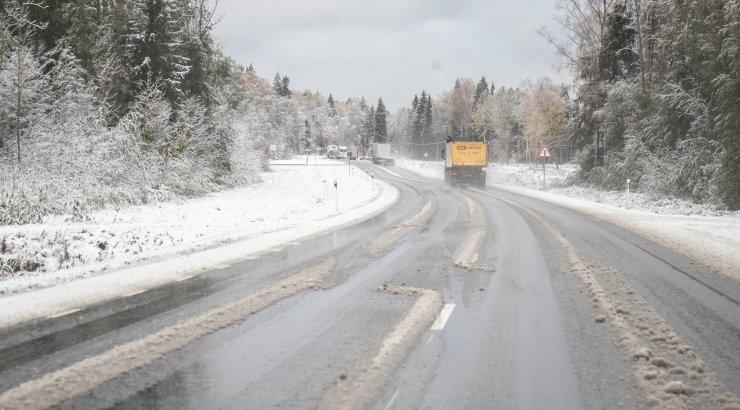 Приближающийся снегопад осложнит дорожные условия