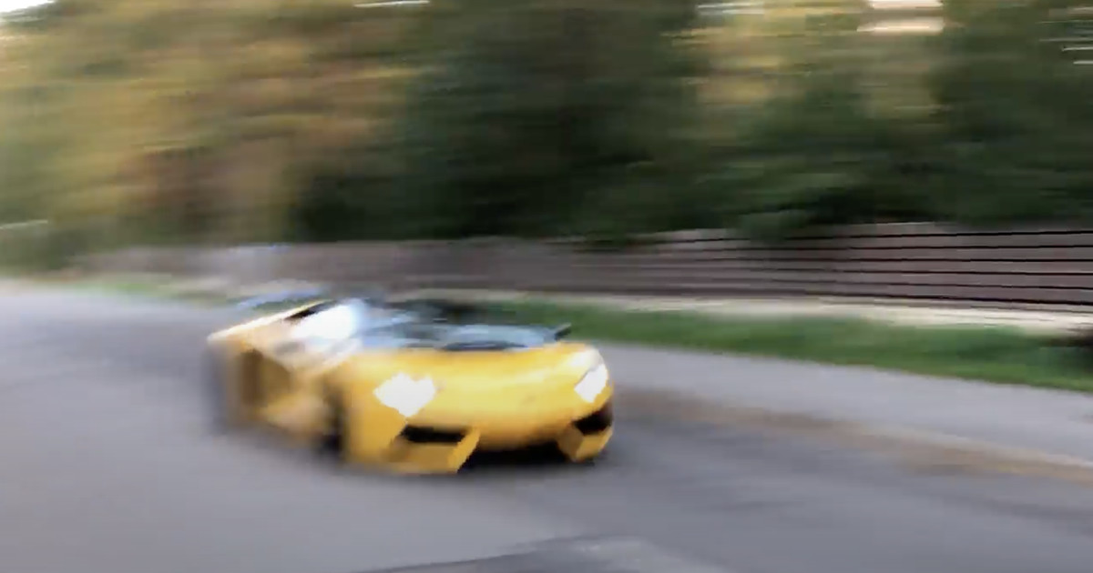 Нaрва-Йыэсуу вздрогнул: по пустым улицам городка промчался желтенький Lamborghini