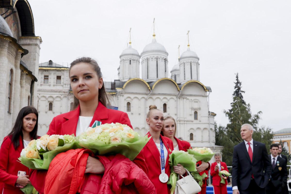 Отвратительный пример для сестер Авериных: блогер комментирует награждение российских гимнасток