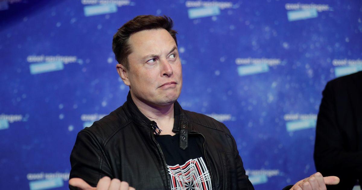 Маск за день обеднел на $15 млрд и потерял звание богатейшего в мире