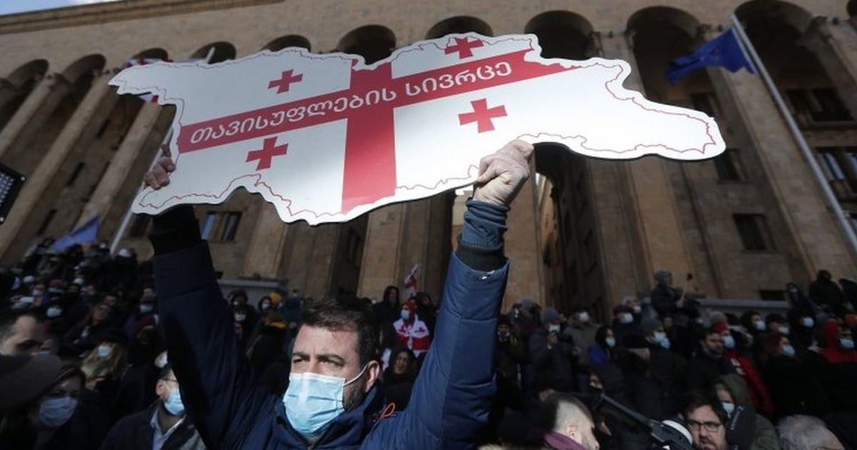 Задержан лидер грузинской оппозиции Ника Мелия. У парламента в Тбилиси разбили палатки