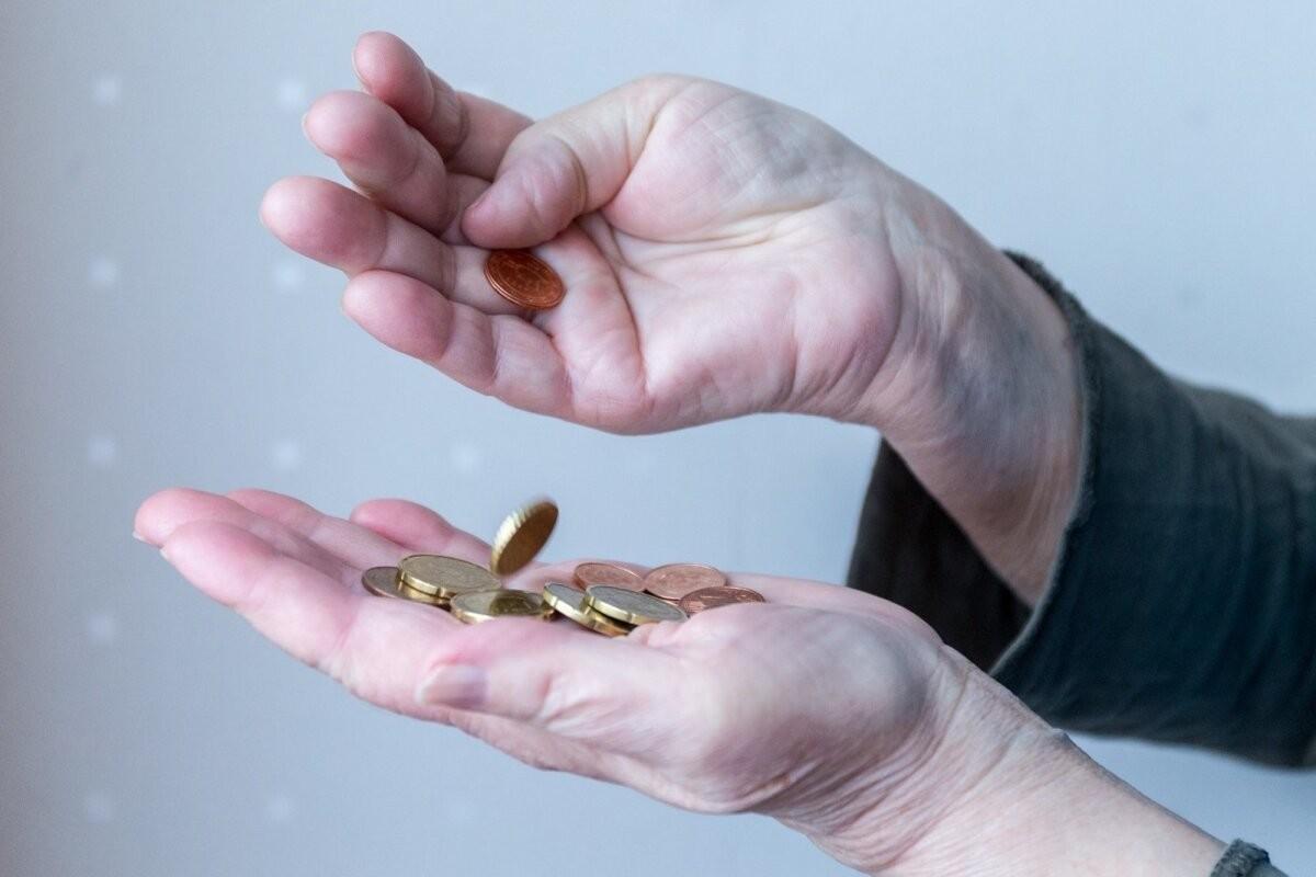 Пенсионер взял кредит в 2000 евро, заплатил 4000 и остался должен еще 2200. Как такое возможно?