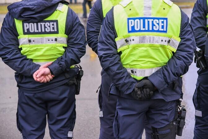 В Ласнамяэ 70-летний голый мужчина с ножом пытался напасть на полицейских