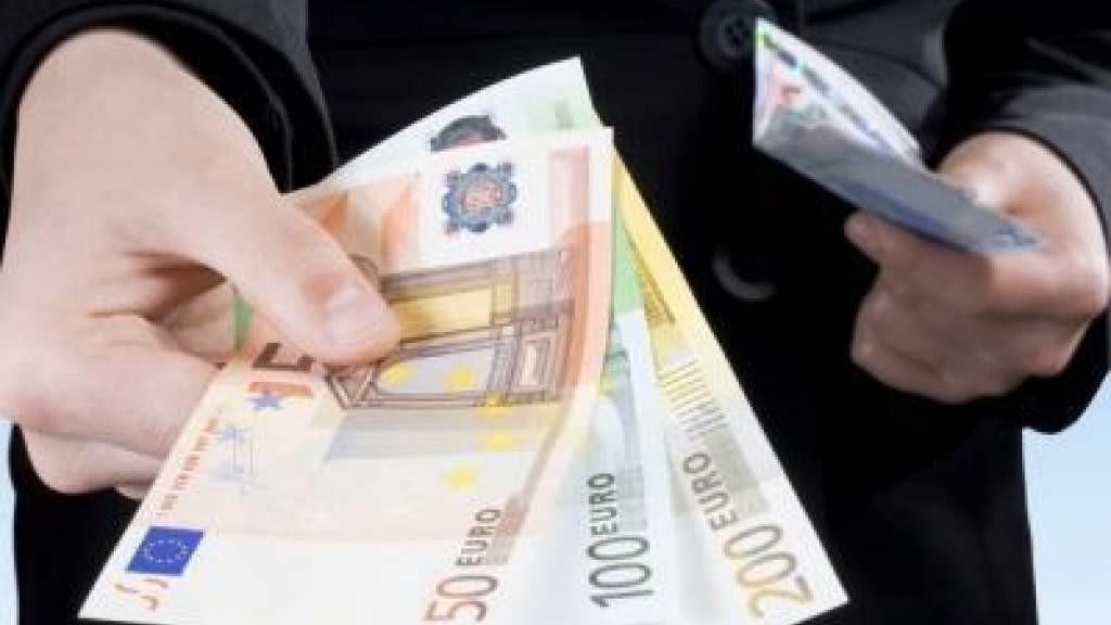 Министр: повышение минимальной зарплаты не должно вызвать волну банкротств в Литве