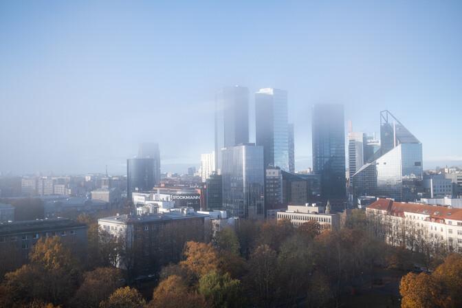 ФОТО: таллиннские высотки в утреннем тумане