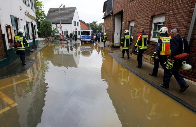 Число погибших при наводнении в Германии превысило 130 человек