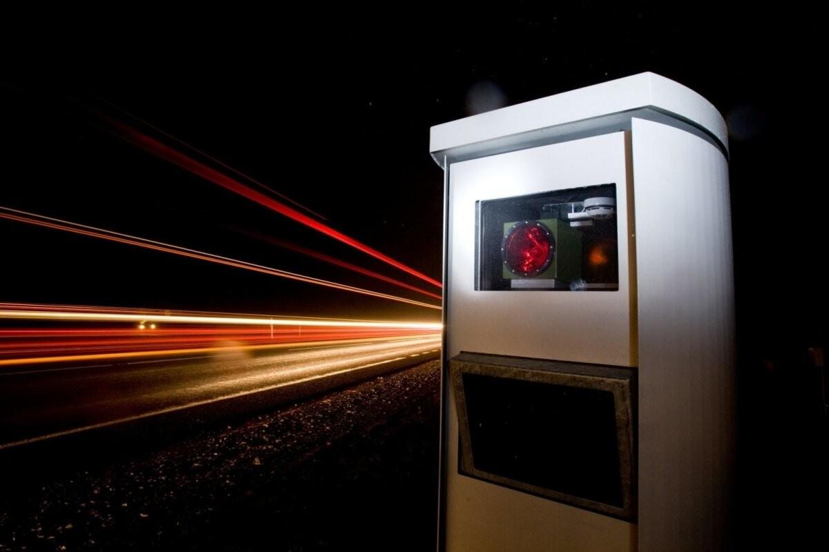Камеры контроля скорости фиксируют вдвое больше нарушений. Адвокат считает низкий порог вмешательства несправедливым