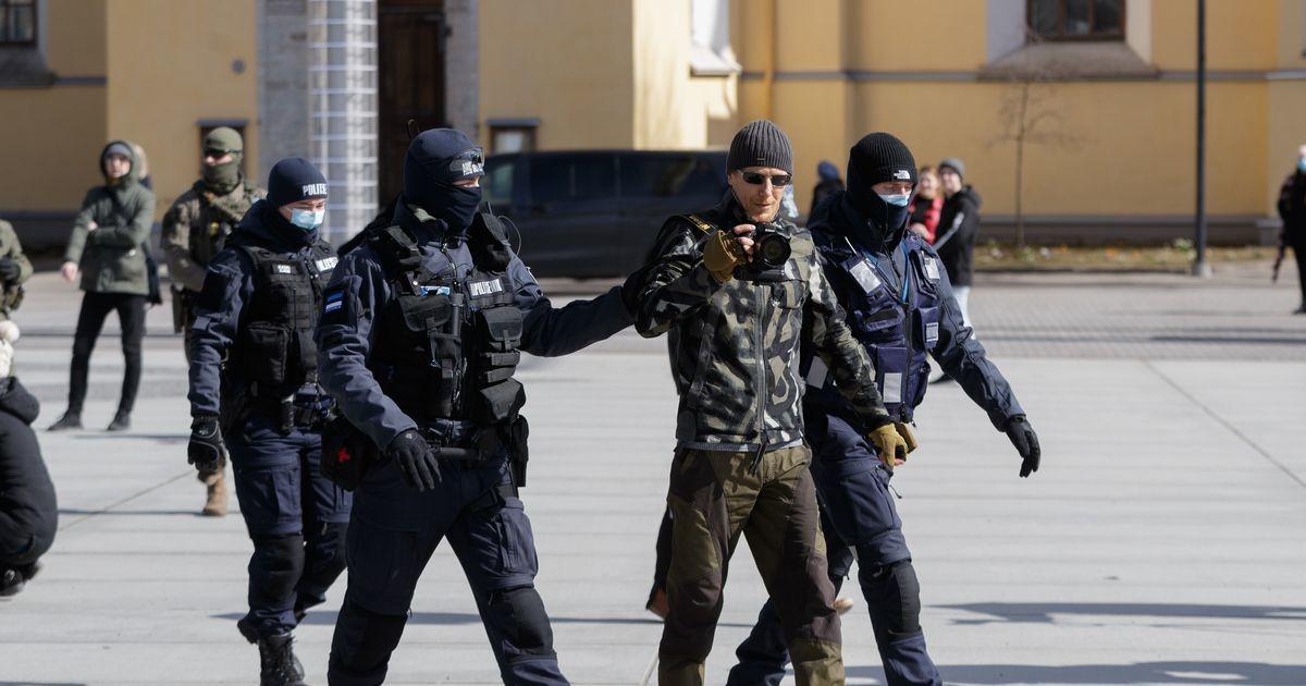 Протесты против ограничений: с площади Вабадузе пять человек увезли в полицейский участок
