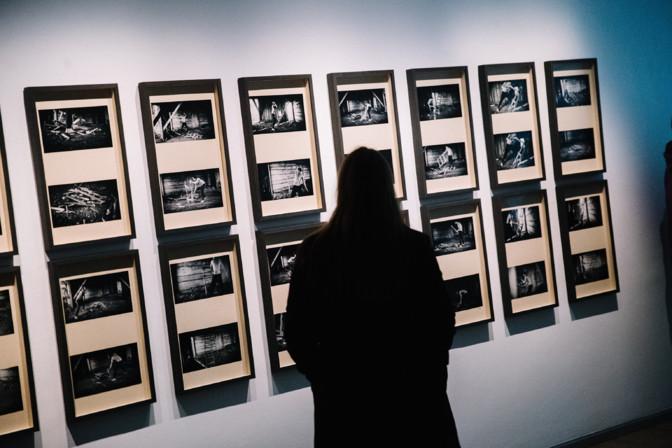 """В Таллиннском доме искусства открылась выставка """"Будьте защищены и любимы"""""""