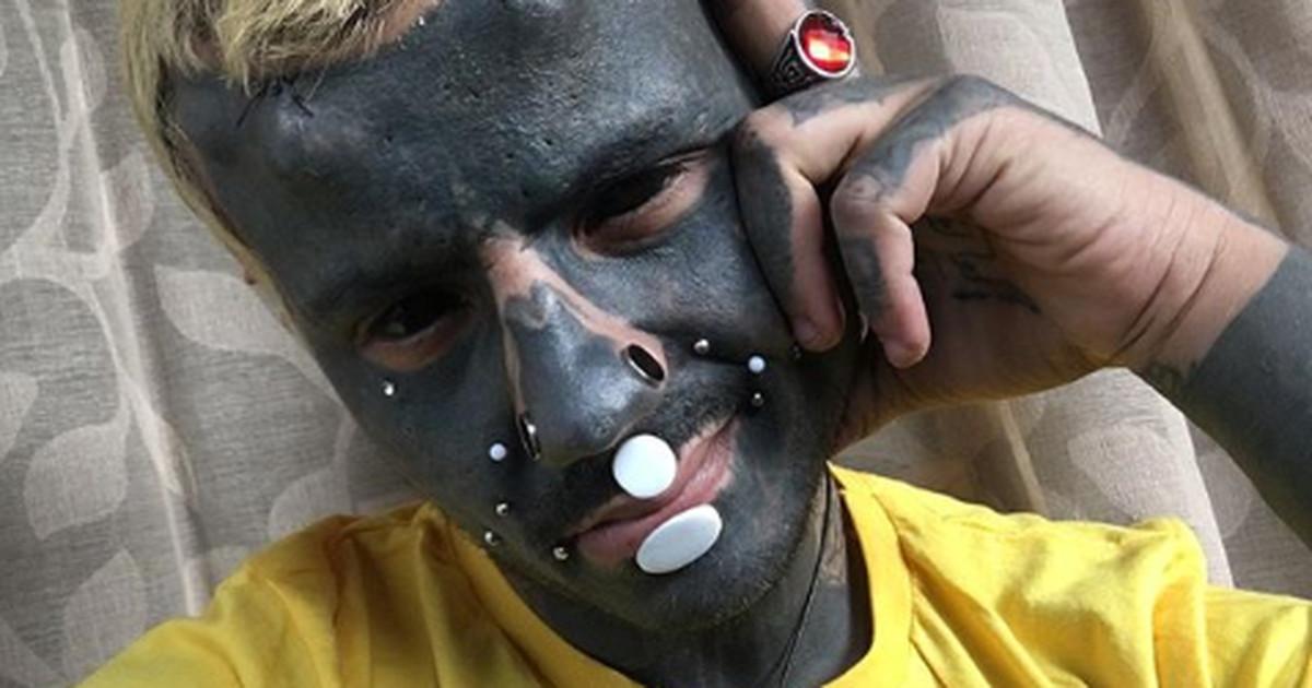 Парень назвал себя мутантом и решил заполнить свое тело сплошной черной тату